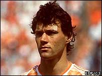 Marco van Basten lines up for Holland