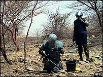 UN peacekeepers clear mines on the Eritrea-Ethiopia border