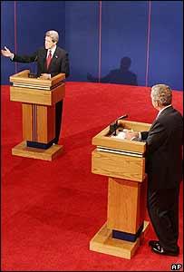 John Kerry, izquierda y George Bush, derecha