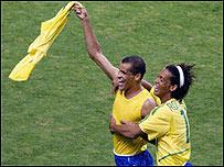 Rivaldo y Ronaldinho en el mundial de Corea-Jap�n 2002 (gentileza FIFA)