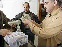 Agentes de transferencia de dinero.