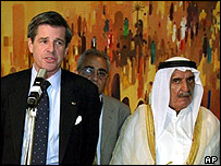Paul Bremer (L) with local Iraqi leaders