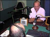 Carlos Fuentes en los estudios de la BBC. Foto José Baig.