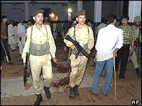Pakistan troops in main hall of mosque in Sialkot
