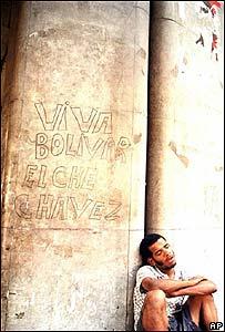 Hombre durmiendo en las calles de Caracas