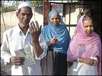 Yaqub Khan (L) and wife Sabira (R) in Bhopal
