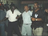 El presidente del Senado haitiano, Yvon Fuille en el momento de ser arrestado.