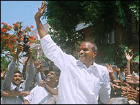 Congress party leader YS Rajashekhar Reddy celebrating election win