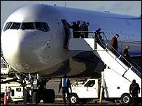 Passenger leave an aircraft