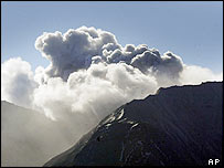 Mount St Helens spews out steam and ash on 4 October 2004