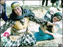 امرأة تندب قتيلا في ناجورنو-كاراباخ