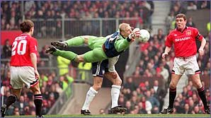 Peter Schmeichel explains what makes a great keeper