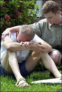 ¿ Acaso Bush consolará a este afligido padre..?
