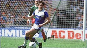 Gary Lineker plays in an FA Cup final for Everton in 1986