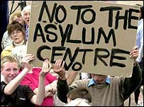 Manifestación contra un centro para buscadores de asilo en Inglaterra