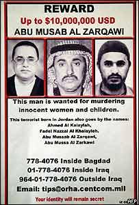 Cartel mostrando las diferentes caras de Abu Musab al-Zarqawi y ofreciendo recompensa.