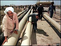 Iraqi oil pipeline at Basra, 1999