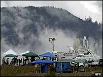 Media teams wait as Mount St Helens is shroud in rain clouds, 6 October 2004