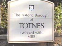 Totnes town sign