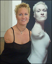 Photo of Alison Lapper next to her self-portrait