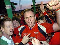 Scott Quinnell celebrates at Stradey Park
