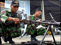 Indonesian troops with weapons confiscated from separatist rebels