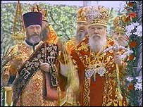 The head of the Russian Orthodox Church, Patriarch Alexy II (right). File photo