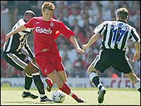 Riise takes on the Newcastle defence