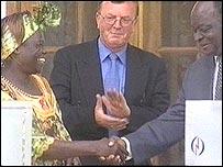 Wangari Maathai and President Mwai Kibaki
