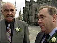 Sir Sean Connery and Alex Salmond in the Royal Mile