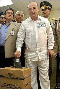 Hipolito Mejia casts his vote