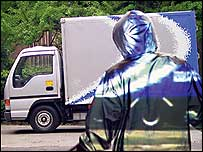See through the cloak to the van behind