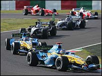 Jacques Villeneuve holds off Fernando Alonso, Kimi Raikkonen, Juan Pablo Montoya, Olivier Panis and Rubens Barrichello early in the Japanese Grand Prix