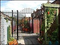 Alley gates
