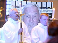 Ken Bigley is remembered in mass at Liverpool 's Roman Catholic cathedral