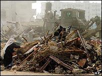 Destrucci�n de casas en Rafah.