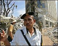 شرطي مصري قرب فندق هيلتون طابا