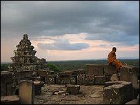 Monje budista en uno de los templos de Angkor. Foto: Manuel Toledo
