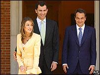 Los novios y el primer ministro José Luis Rodríguez Zapatero.