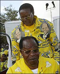 Bingu wa Mutharika (back) and Bakili Muluzi (front)