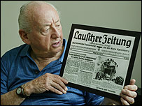 Marty Lederhandler with German newspaper (Photo: Stuart Ramson)