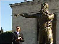 Geoff Hurst and Tofik Bakhramov statue