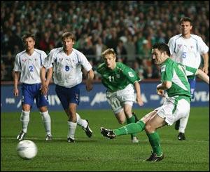 Robbie Keane takes a penalty
