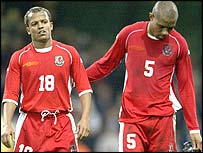 Earnshaw and Gabbidon feel the pain of defeat to Russia in the Euro 2004 play-off