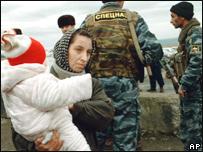 Чеченская беженка с ребенком