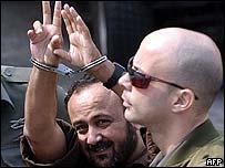 Marwan Barghouti esposado.