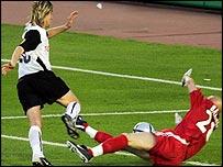 Fabien Barthez brings down Miguel Mista in the Uefa Cup final