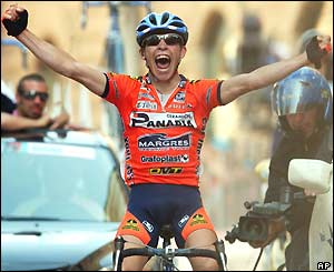 Italian Emanuele Sella crosses the line to win the 228km 11th stage