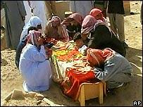 Funeral después del ataque en Makr al-Deeb.