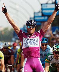 Alessandro Petacchi celebrates winning stage 12